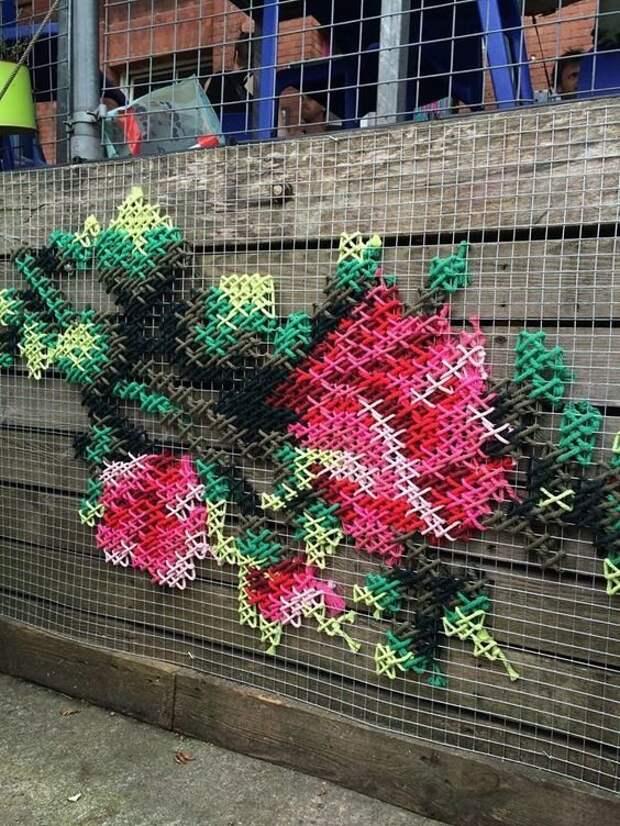 Дачные уловки: как украсить сетку-рабицу