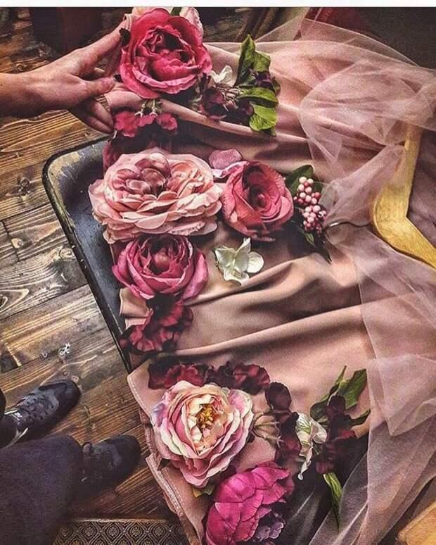 Настоящий фурор в мире моды - очаровательная коллекция нарядов из шифона и искусственных цветов