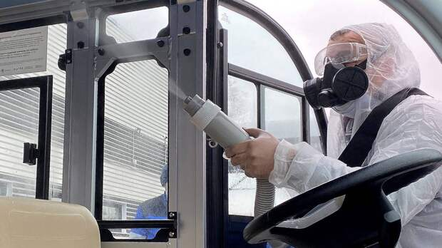 Для полной дезинфекции вокзала используют специальный распылитель