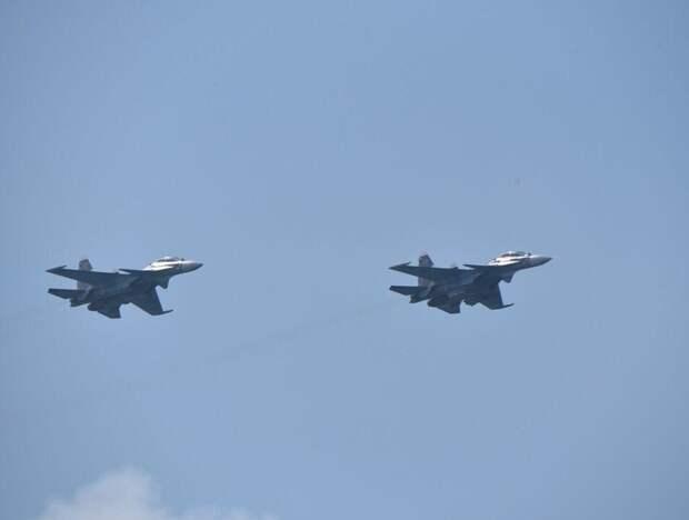 Самолеты ЧФ отогнали голландский фрегат от Керченского пролива