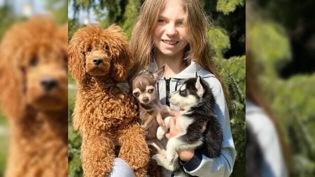 Трусова показала, как занимается степ-аэробикой наулице вместе сосвоей собакой