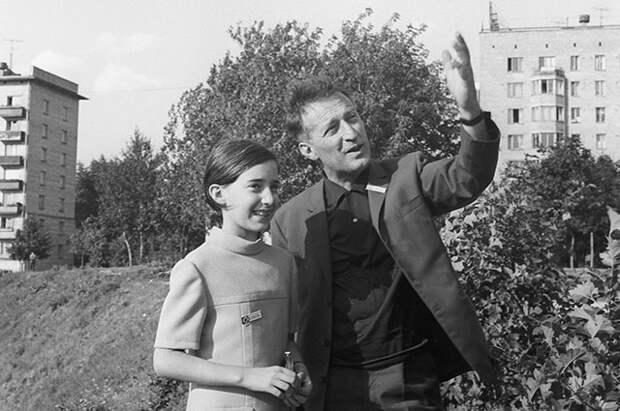 Джанни Родари с дочерью в Москве. Лето 1967 года.