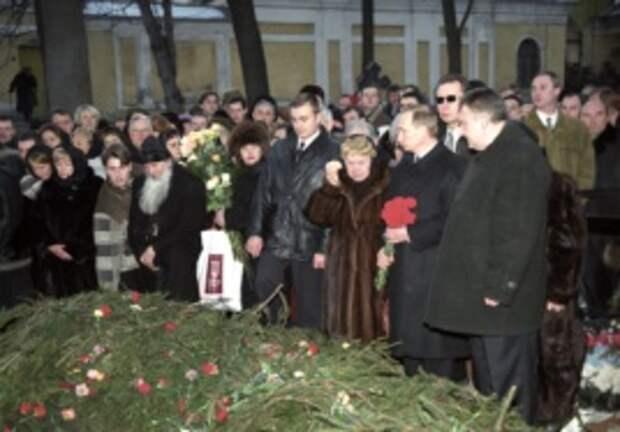 Похороны Анатолия Собчака на Никольском кладбище Александро-Невской Лавры