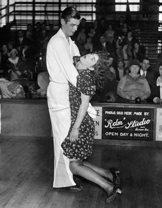 Брат и сестра Мичоловски, продержавшиеся на танцевальном марафоне 3327 часов, 1931 год, Чикаго