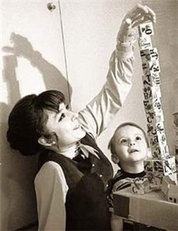 Анастасия Вертинская с сыном Степаном, 1971 год.