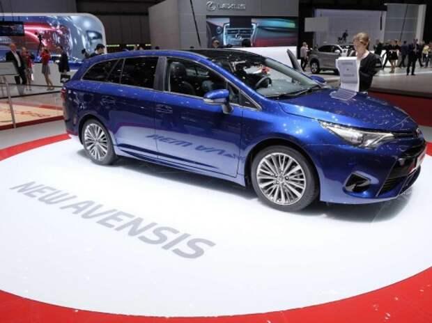 Toyota Avensis появилась в Женеве с косметической подтяжкой «лица»