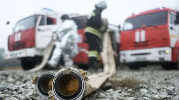 Несколько жилых домов загорелось в Свердловской области