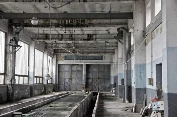 На руинах цивилизации. Заброшенная советская военная база в Шармеллеке в Венгрии.