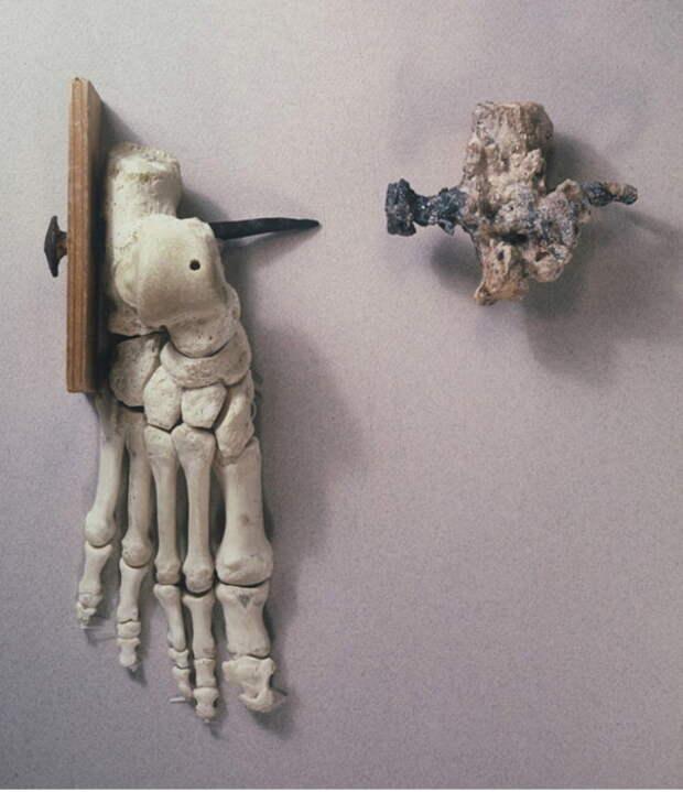 В 1968 году в пещере Гиват-ха-Мивтар были найдены кости человека, что считается доказательством того, что в первом веке н. э. в Иудее практиковалось распятие.