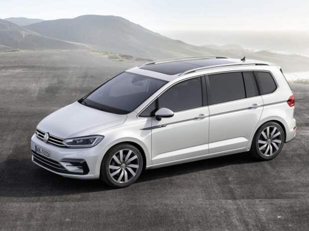 VW показал новый обнообъемник Touran