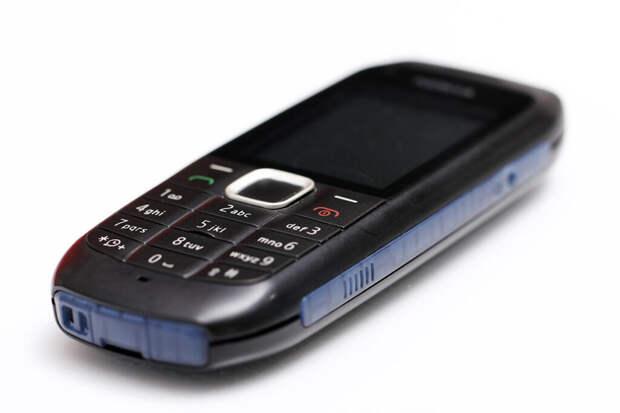 Россияне начали массово скупать кнопочные телефоны