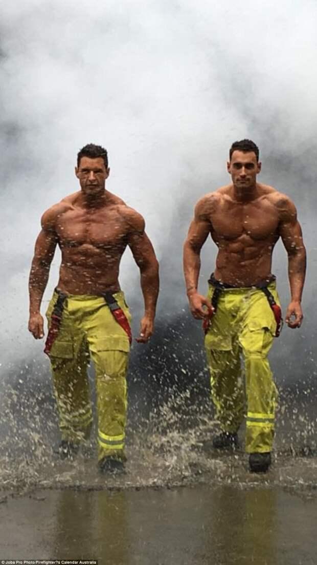 Фотографии со съемок благотворительного календаря с участием раздетых пожарных
