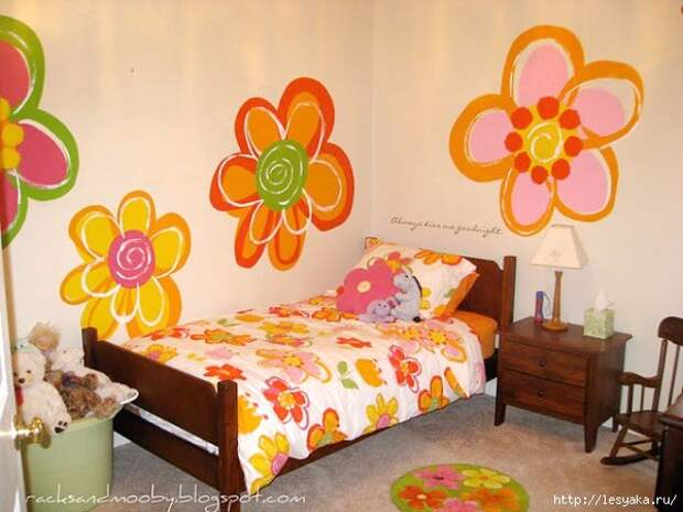 big-girl-room-with-hand-painted-flowers1-600x450 (600x450, 172Kb)