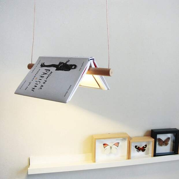 Лампа с абажуром из книги