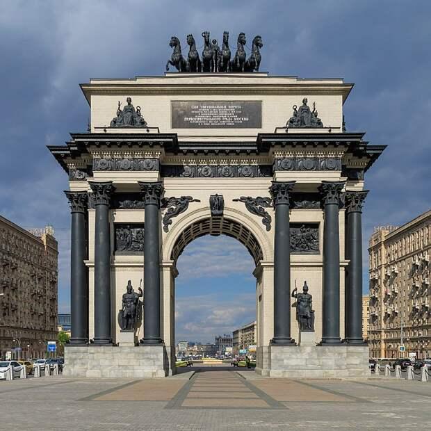 День в истории. Юрий Гагарин, храм Христа и Триумфальная арка