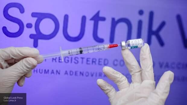 """Европейцы массово едут в туры за """"Спутник V"""": итальянец рассказал о вакцинации в ЕС"""