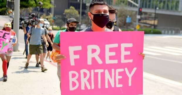 Бритни Спирс заявила об отказе от выступлений из-за чрезмерной опеки со стороны отца