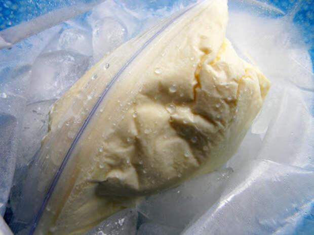 Вкуснейшее домашнее мороженое в мешочке — восхитительное на вкус и простое в приготовлении!