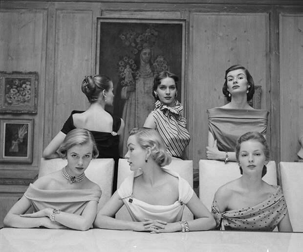 Самые смелые декольте в 1950-х годах интересно, история, фото