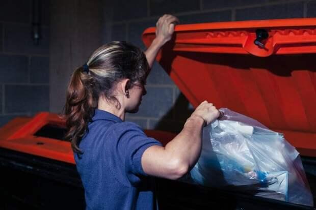 «Неешь сножа», «невыноси мусор вечером» идругие народные приметы, вкоторые мыпочему-то верим