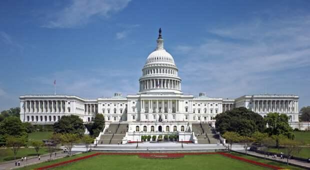 Неизвестные пригрозили влететь на самолете в здание Капитолия