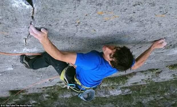 Алекс начал восхождение в субботу, 3 июня, в 5:22, прихватив с собой лишь маленький мешочек с мелом для рук Эль-Капитан, гора, скалолаз