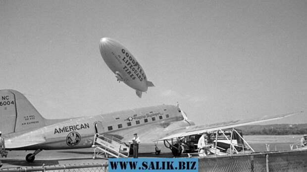 Пассажирский самолёт Douglas DC-3.