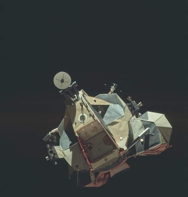 Тысячи качественных фото астронавтов на Луне выложили в Сеть