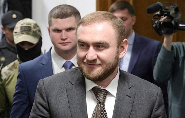 Совфед досрочно прекратил полномочия сенатора Арашукова