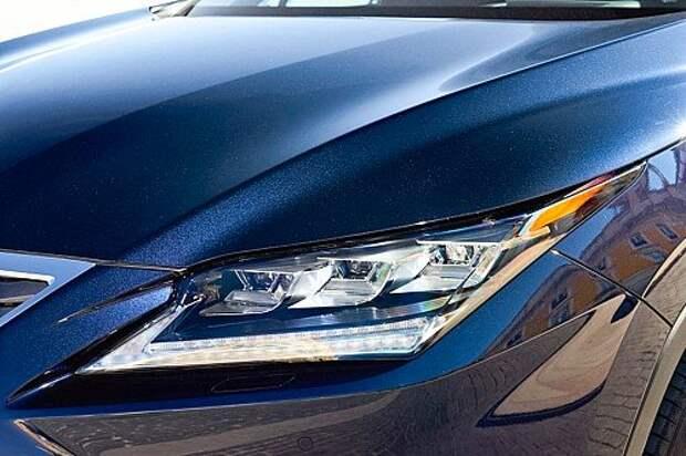 Светодиодная оптика входит в стандартное оснащение. В исполнении Luxury она дополняется функцией автоматического освещения поворотов.