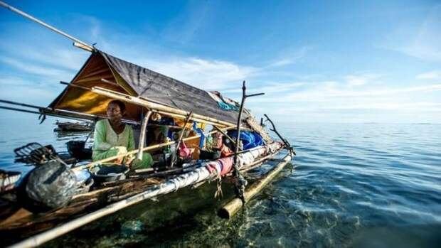 Морские кочевники баджао – очень религиозны. Их вера является странным сочетанием анимизма и ислама.