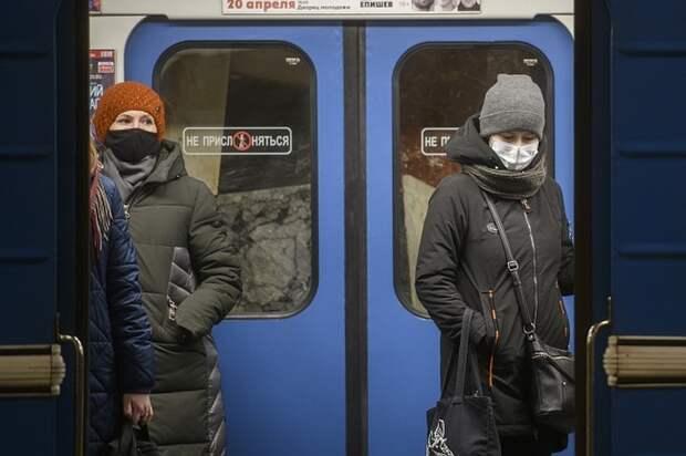 99% пассажиров московского метро носят маски