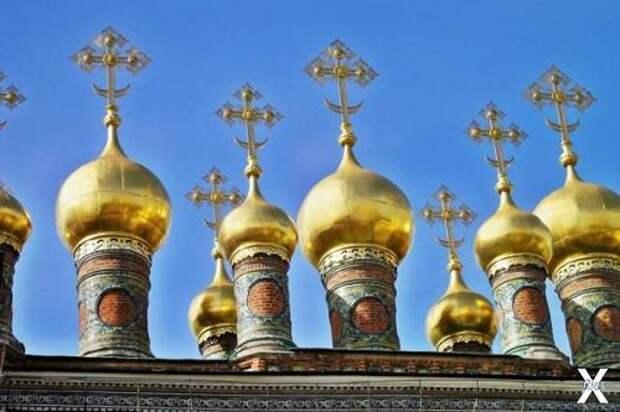 Купола Верхоспасского собора Московск...