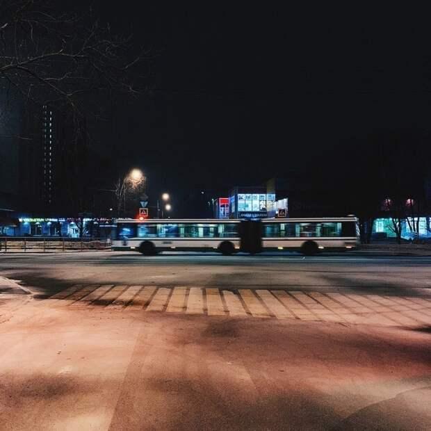 Фото дня: ночной автобус на улицах Лосинки