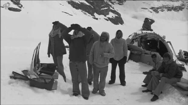 Видео: Самолет в 1947 году приземлился в тундре, а спустя 70 лет его нашли