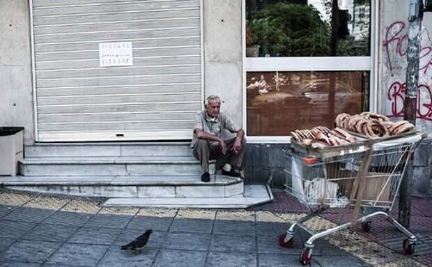 FT назвала спад экономики Греции худшим среди развитых стран за 65 лет