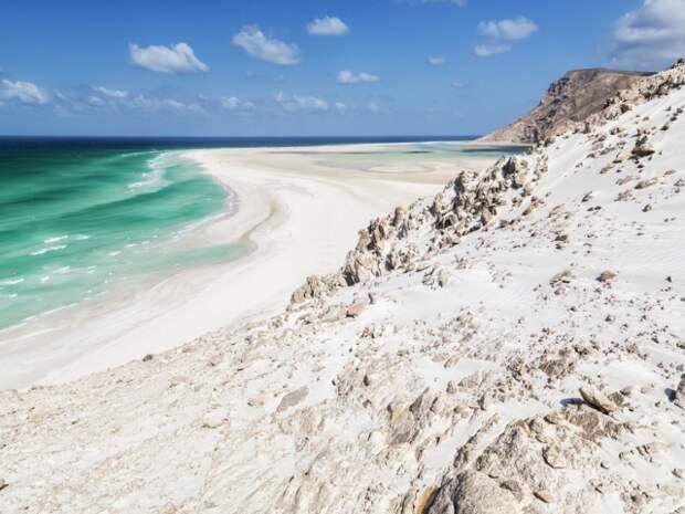 И тропические пляжи, которые выглядят так, будто здесь никогда не ступала нога человека