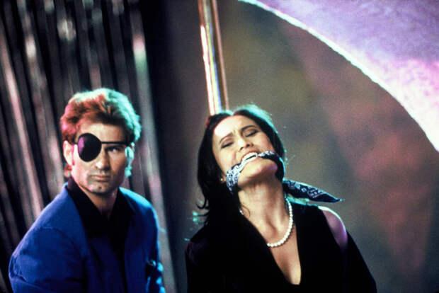 """Кадр из фильма """"Крыша мира"""" (1997)"""