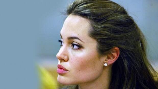 Анджелина Джоли была замечена с детьми в Лондоне