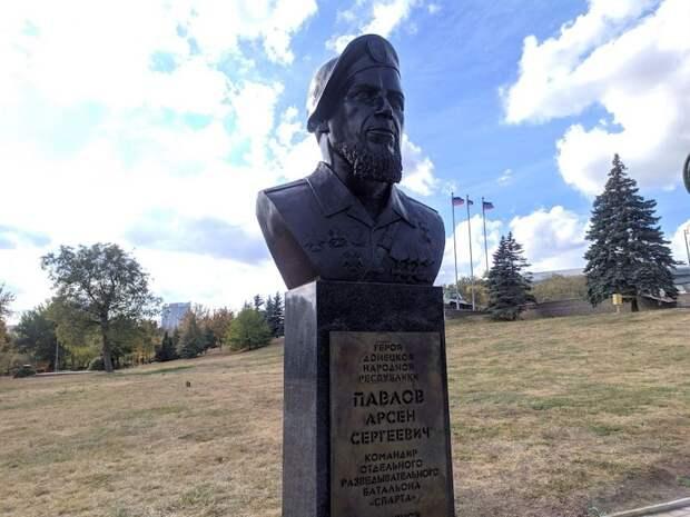 Памятник легендарному Мотороле открыт в центре Донецка
