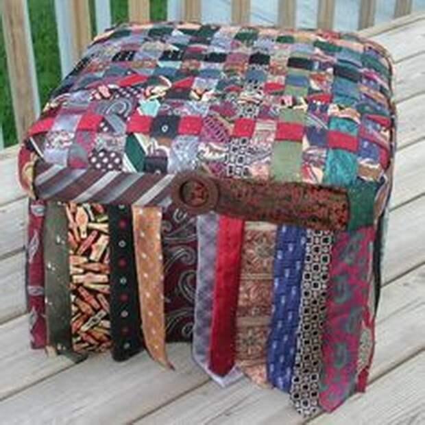 Пуфы и кресла из галстуков
