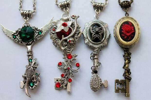 Кулоны из ключей