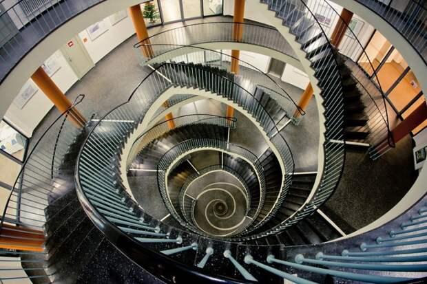 Калейдоскоп спиральных лестниц