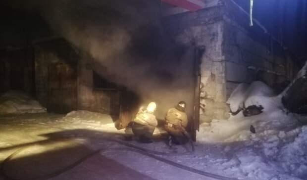Иномарка загорелась вгараже наВМЗ вНижнем Тагиле