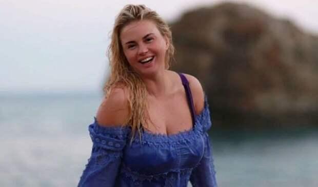 «Очаровашка!»: Анна Семенович показала, какой была в 18 лет