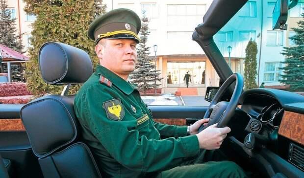 Знакомьтесь: майор Георгий Горшунов. Именно он ведет ЗИЛ с номером 0001 по Красной площади. В этом году – уже в пятый раз.