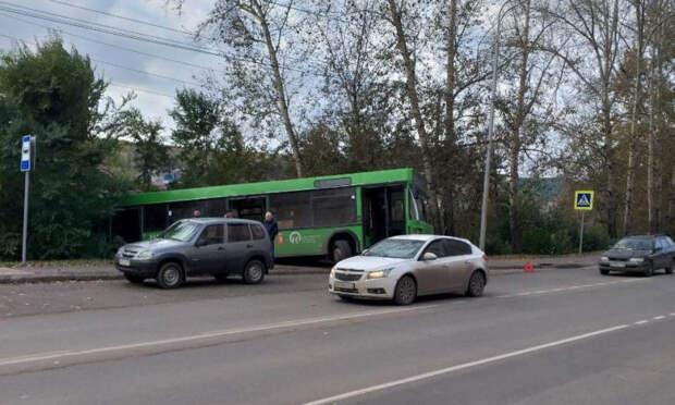 В Октябрьском районе автобус № 49 съехал в кювет