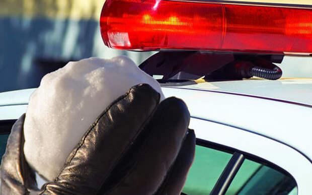 Полицейские попытались забросать угонщика снежками