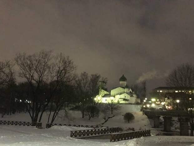 Зимний вечер крепости Псков