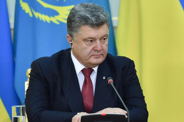 """Рейтинг Порошенко упал ниже показателя Януковича перед """"майданом"""""""